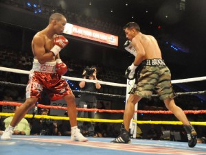 (L) Argenis Mendez stalks opponent (all pictures by Rey Sanchez / Acquinity Sports)