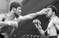 Leon Spinks hits Muhammad Ali